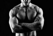B & W / Gallery of gay, adult-oriented black and white pictures.