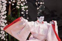 歌舞伎 /市川海老蔵/KABUKI / 歌舞伎 宗家 成田屋の若旦那 【市川海老蔵】  特別公演「源氏物語」光源氏は、この世のものとは思えない幻想的な息を飲む美しさ  歌舞伎、能、オペラが見事に溶け合った世界  オペラ歌手カウンターテナーの【アンソニー・ロス・コンスタンツィオ】 http:http://www.anthonyrothcostanzo.com/ アンソニーが光源氏の心情を深い声で歌いあげ、歌舞伎とオペラがシンクロし心が震えた。  そして能。 海老蔵丈が舞った「龍神の舞」は鼓の音色と融合し、劇場は、まるで時間軸の中を浮遊しているかのような不思議な異次元空間であった。