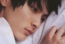 高良健吾の鼻筋が好き / GUの高良健吾ポスターいつ貰えますか?