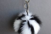 real fox fur pom pom keychain keyring / Pelz / vera pelliccia / fourrure / fox tail furballs colors / Colored smooth pompoms!!! Different colors!!! Keychain/keyrings. Leather lace or metal chain. Fox tail pompoms.