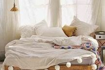 Bedroomskat / everyone loves a beautiful bedroom