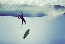 SURF SNOW SKATE / La glisse met en évidence des valeurs préalablement inhabituelles dans le sport, telles que la liberté, la haute technicité et le fun, ce mélange d'activités physiques intenses et d'exultation. Il est exigeant en matière de maîtrise sportive, et certains d'entre eux sont considérés comme des sports extrêmes. Le surf fut sans doute emblématique de ce mouvement qui s'éloigne des sports traditionnels ; il est pourtant né dans le Pacifique il y a plusieurs siècles. / by Monsieur Pop