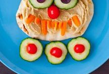 Food: Food Art Recipes / Love playing with your food? This collection of recipe ideas features food that doubles as art! From fruit animals to fruit flowers and food shapes that just makes you smile, you'll love these food art ideas!
