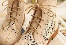 shoes bebe / by Niah