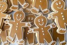 Gingerbread Men (and Women) Cookies / A collection of gingerbread men and women cookies.