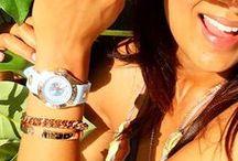 TOV Essentials Gems Modeschmuck Linie / Erleben die frische und moderne TOV Essentials Gems Schmuckkollektion der niederländischen Designerin Sarah Lingg. Aus hochwertigen Materialien, in Italien von Hand gefertigt, werden dir sowohl Armbänder und Ketten als auch Ohrschmuck und Ringe, teilweise mit echten Edelsteinen geboten. Hol dir deinen TOV Schmuck hier bei QVC.de