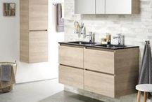 Loft badmeubelen / Zelf de uitstraling van je badmeubel bepalen, dat kan nu! Kies je voor hout of toch wit, dit in combinatie met een witte of zwarte wastafel, met een spiegelkast of een gewone spiegel, dat is allemaal mogelijk. Dit moderne, greeploze meubel past zeker in jouw badkamer.