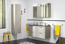 Manor badmeubelen / Zelf de uitstraling van je badmeubel bepalen, dat kan nu! Kies je voor taupe of toch wit, dit in combinatie met een witte of zwarte wastafel, met een spiegelkast of een gewone spiegel, dat is allemaal mogelijk. Dit badmeubel is ontworpen om je klassieke badkamer helemaal strak af te werken.