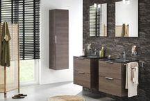 Studio badmeubelen / Zelf de uitstraling van je badmeubel bepalen, dat kan nu! Kies je voor licht of donker hout of toch wit, dit in combinatie met een witte of zwarte wastafel, met een spiegelkast of een gewone spiegel, dat is allemaal mogelijk. Dit strakke design meubel past in iedere badkamer.