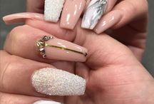 Длинные ногти нежные
