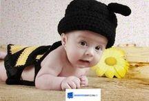 Bebés / La fotografía bebé es la que consigue generar los sentimientos más tiernos, sin embargo conseguir que los niños nos regalen una de esas expresiones no es fácil. Para lograrlo, es básico situar a los bebés en una postura cómoda, la mayoría se encuentran más a gusto recostados sobre su barriga que no de espaldas aunque sin duda quién mejor conoce las preferencias de cada bebé son los padres, por este motivo una conversación previa a la sesión es imprescindible para conocer al bebé.