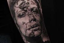 """Tatuajes en negro y gris / Galería de tatuajes en negro y gris, también conocidos como tatuajes """"black and grey""""."""