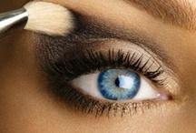 Make-Up / by Carolina G