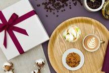 Geschenkideen für Kaffee Liebhaber / Für alle Kaffee-Liebhaber und Morgenmenschen haben wir besondere Kaffeesets kreiert, mit denen jeder Kaffee zum Genuss wird.