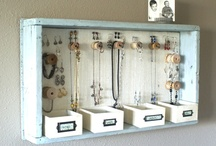 Jewelry Displays & Organisers / Jewelry displays, jewellery displays, organisers, boxes, hanger, holder, idea, displays, drawers, organise, jewellery, jewelry, collection, organize, hanger, rings, necklace, earrings.