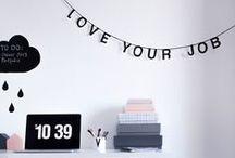 la maison ♥ workspace / du noir, du blanc, du bois/cuir, des outils et rangements beaux et pratiques