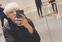 jihun's mirror selfies