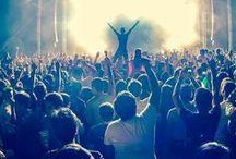 Hashtag Festival Love / Tolle Bilder, die an die Festival-Saison erinnern und Lust auf Konzerte im Freien machen! Sommer, Musik, Konzert, Bands, Live, Live on Stage, Music, Music-Blog, Summer, Sun, Concert, Musician, Fans, Party, Drink, Chill, Das Leben genießen, ausrasten, ich liebe Fesitvals!
