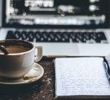 Hashtag Writing Love / Ich liebe es zu Schreiben. Eindrücke von Arbeitsatmosphären, Schreiberlingen, Worspace, Geschriebens. Tolle Bilder von Sketchbooks, Notizbüchern, Blöcke, Stifte mit Tee und Kaffee, Laptops, Gekritzel, Notizen, Gedichte, Poesie.