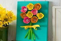 Egg Carton Crafts / DIY crafts and projects for kids made from egg cartons to reuse and upcycle.