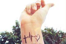 """Henna Tattoo / In diese Seite  kann man Beispiele Bilder  für Tattoos/Henna Tattoos gucken  die man selber nachmalen kann.Ich hab mir auch viele nachgemalt (auf die Haut) und ich benutze einer meine liebsten Stiftder Heißt:eyeliner pen waterproof von essence """"die Schrift ist  und der Stift ist ."""