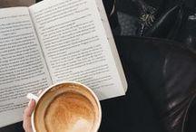 Kaffee, Tee / Wer genießt nicht gerne eine gute Tasse Kaffee zu einem tollen Buch? Entspannung und Genuss auf einmal.
