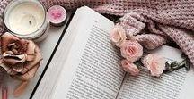 Kerzen / Ein romantisches Buch im Kerzenschein zu lesen erhöht die Stimmung beträchtlich. Bei leichtem Lichterflackern wird der spannende Krimi nochmal so ergreifend.