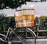 Fahrräder / Fahrräder sind das ideale Fortbewegungsmittel. Schnell, hält fit und man kann damit auch wunderbar Bücher transportieren.
