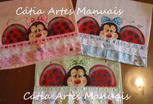 Toalhas de lavabo pintadas / Toalhas com pintura em tecido http://www.catiaartesmanuais.com/
