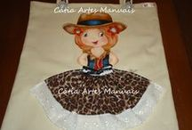 Bolsas com bonequinhas de saia de tecido / bolsas pintadas com bonecas