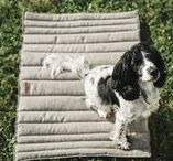 Manta de viaje • Travel blanket / Llévate la cama de tu perro a donde desees. Haz que tu perro se sienta como en casa allá donde vayas. #HANNIKO #MantasdeViaje #MantasdeViajeParaPerros #TravelBlankets #TravelDogBlankets #LuxuryDogs #LuxuryTravelDogsBlankets