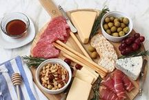 Entertaining / This board is all about entertaining. It has tips and ideas for decor, food, and making your guests feel at home.