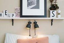 Pièce | Chambre à coucher - Bedroom / Viens faire le plein d'inspiration avec nous pour la décoration de ta chambre à coucher ! Idées d'aménagement, tête de lit jolie, habillage de lit séduisant, duvet tout doux, chambre moderne, scandinave ou encore romantique, tous styles confondus, notre radar créatif est toujours à l'affût ;) Rejoins gratuitement la #TribuCréative pour encore + d'inspiration ! => tandemcodesign.com/infolettre