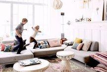 Pièce | Salon - Living room / Viens t'inspirer avec nous pour la déco de ton salon ! Idées d'aménagement et de rangement, sofa moelleux, coin jeux, salon contemporain, scandinave, industriel ou bien boho, tous styles confondus, notre radar créatif est toujours à l'affût ;) Rejoins gratuitement la #TribuCréative pour encore + d'inspiration ! => tandemcodesign.com/infolettre #déco #design #decor #home salon, living room, design intérieur, idées déco salon