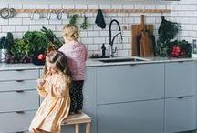 Pièce | Cuisine - Kitchen / Viens t'inspirer avec nous pour ta déco de cuisine ! Pour les rénos de ta cuisine ou bien son relooking, tu trouveras ici : idées d'aménagement, solutions de rangement futé, ilôt pratique, séduisante robinetterie, chics matériaux de comptoir et armoires bien pensées. Que tu rêves d'une cuisine contemporaine, style shaker, industriel ou bien rustique, tous styles confondus, notre radar créatif est toujours à l'affût ;) Rejoins la #TribuCréative ! => tandemcodesign.com/infolettre