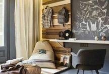Pièce | Chambre d'ado - Teen bedroom / Fais le plein d'inspiration pour la déco de ta chambre d'ado ! Tu trouveras ici : idées d'aménagement et de rangement, accessoires originaux, couleurs dynamiques ou plus calmes et + encore. Chambre de fille ou de garçon, tous styles confondus, notre radar créatif est toujours à l'affût ;) Rejoins gratuitement la #TribuCréative pour encore + d'inspiration ! => tandemcodesign.com/infolettre