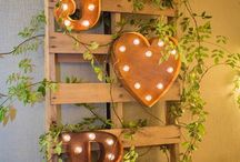 Rustic Wedding / Weddings that use worn or natural elements to create a rustic feel.