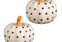 Thanksgiving Salt and Pepper Shakers / Thanksgiving salt and pepper shaker sets including turkeys, pilgrims, pumpkins and more