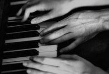preto & branco / by Filipa Grave