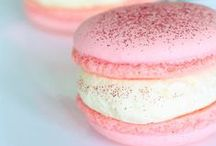 I'm obsessed with pretty desserts / by Laura Huizar