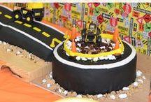 Birthday Cakes / by Mackenzie {Cheerios and Lattes}