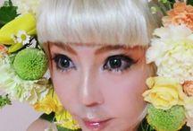 Make up and Flower / メイクと生け花の写真です。