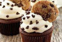 *Eats* Cupcakes