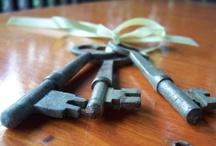 ENTRAR O SALIR / Puertas..... sugerentes y altivas dan el soporte perfecto para encerrar millones de secretos, tu decides abres o cierras. / by Remei Salvadó