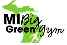 MI Big Green Gym / Getting outside and being active is much easier in the summer! Go for a walk, take your workouts outside, visit a local park, volunteer in your community, and buy from local farmers markets!