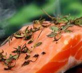 Fisch- & Meeresfrüchterezepte / Fisch und Meeresfrüchte sind nicht nur gesund, sie sind in der Küche sehr vielseitig zu variieren. Gebraten, gedünstet oder gebacken – Fisch gart im Handumdrehen und gelinkt auch Neulingen. Entdecken Sie Fischrezepte und köstliche Beilagen für jeden Anlass, klassisch oder experimentell, einfach, leicht und lecker.