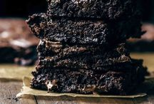 Brownies & Blondies / Brownies, Blondies, chocolate, dark chocolate, white chocolate, chocolate chips, brownies recipe, blondies recipe
