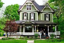 pretty houses / by Britni Halbert