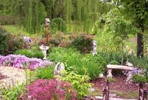 Gardens We Love / A gallery of beautiful dream gardens that we love!