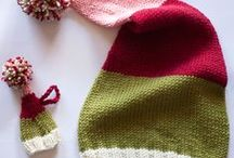 Christmas Knitting Patterns / Knitting pattern ideas for Christmas ornaments, hats, wine bottle gifts and more.